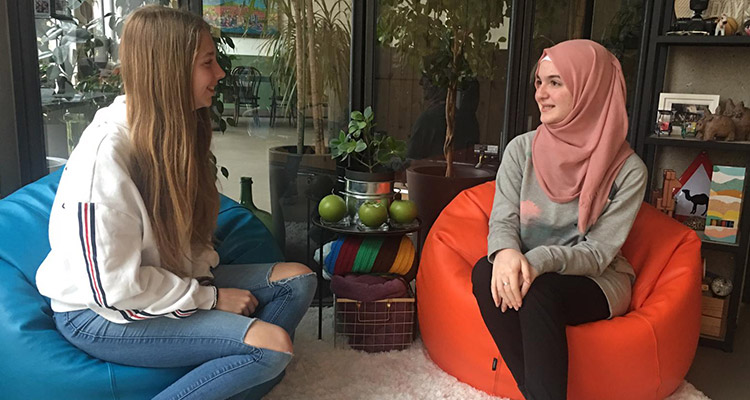 Interview with Reem and Inés, participants in a cultural exchange
