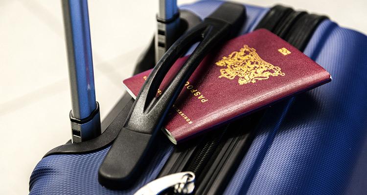 Cómo organizar un intercambio barato y fácil - Maleta y pasaporte
