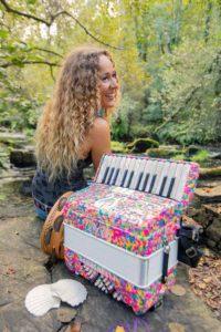 Entrevista a Lydia Botana, música nómada y apasionada del intercambio - Acordeón