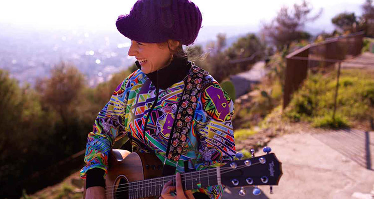 Entrevista a Lydia Botana, música nómada y apasionada del intercambio - Portada