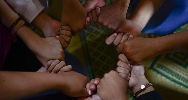Intercambios culturales para acabar con el racismo y los prejuicios - Manos (Círculo)