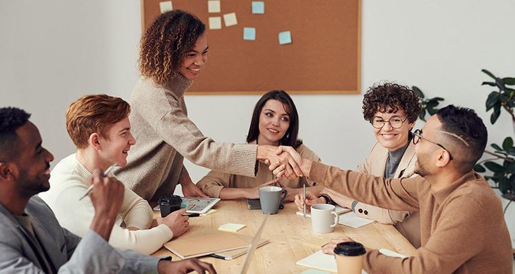 Descubre la riqueza de la diversidad cultural en equipos profesionales con dothegap employees - Portada