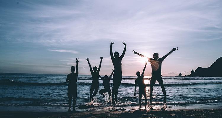 El intercambio cultural y su repercusión positiva en el bienestar emocional de los jóvenes - Playa