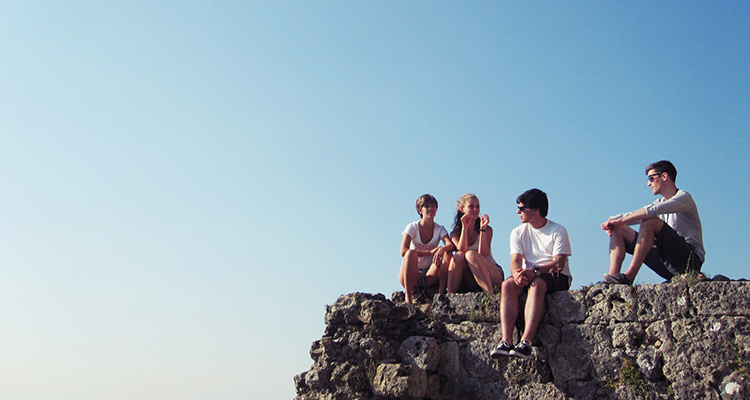 El intercambio cultural y su repercusión positiva en el bienestar emocional de los jóvenes - Rocas