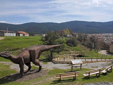 Discover how the dinosaurs lived and enjoy mountain activities €10