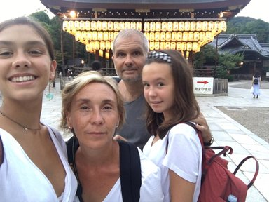Family with two daughters of 17 and 14 years old, eager to travel and share cultural experiences €10